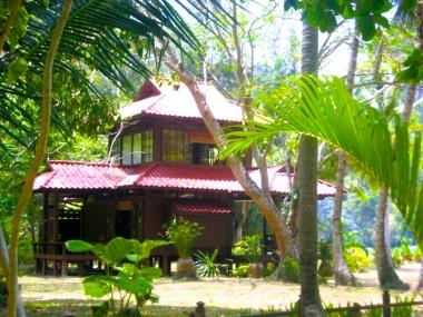 Thai-designed private homes in Railei Beach Club on the west side of Railay beach