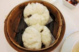Steamed pork buns (cha siu bao)