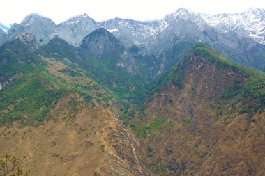 Landscape view of the Himalayas along the Tiger Leaping Gorge Trek