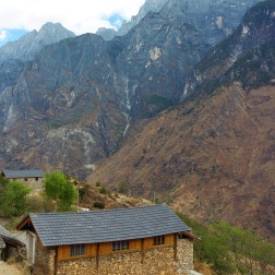 Abandoned house along the Tiger Leaping Gorge trek